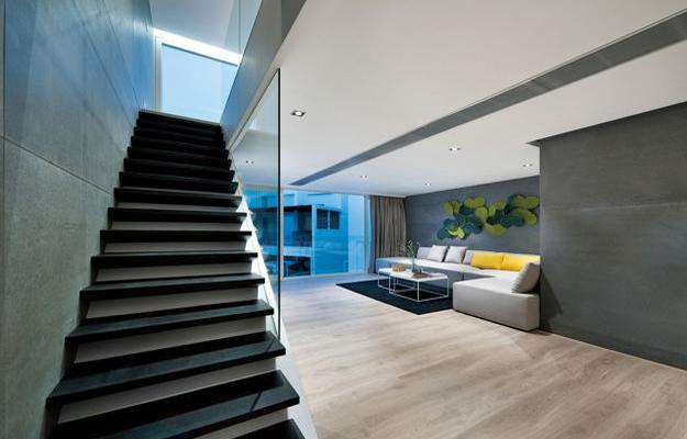 Amazing Modern House Design With Glass Walled Garage By