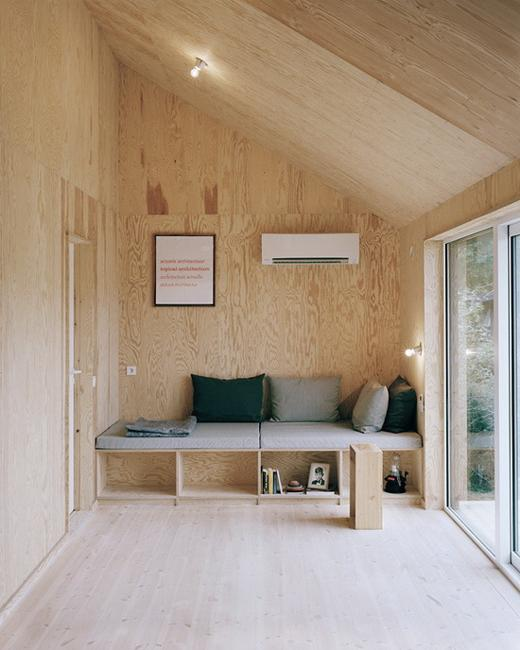 Modern Interior Design Ideas Blending Plywood With