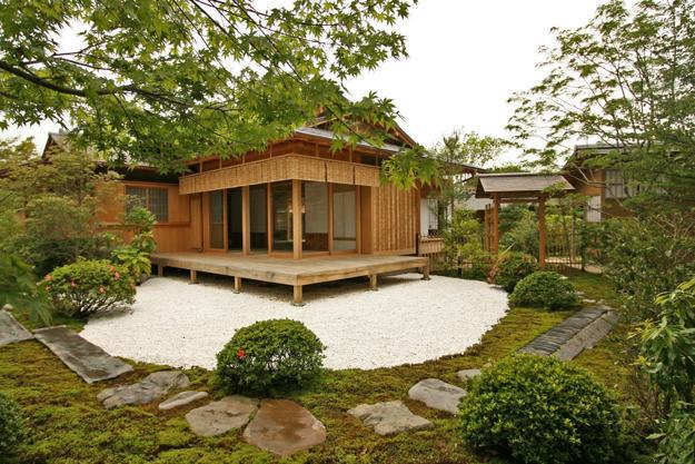 Beautiful garden house designs adding leaisure of studio for Small modern house garden design