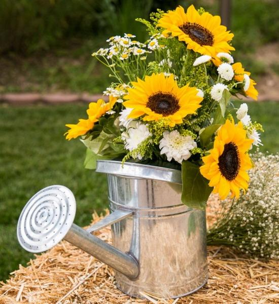25 Sunny Flower Arrangements Making Great Yard Decorations