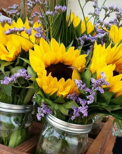 25 Sunny Flower Arrangements Making Great Yard Decorations
