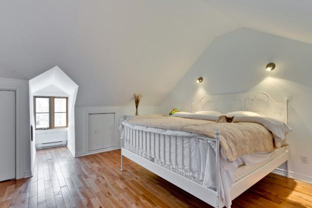 20 Attic Bedroom Designs Efficiently Utilizing Under Roof