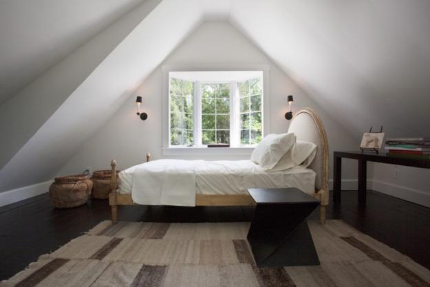 48 Attic Bedroom Designs Efficiently Utilizing Under Roof Spaces Extraordinary Ideas For Attic Bedrooms Creative