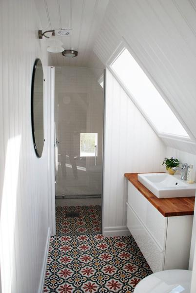 10 Latest Trends in Modern Tiles for Small Bathroom Design on Small Space Small Bathroom Tiles Design  id=16585