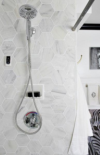 Small Bathroom Design With Accent Tiled Wall