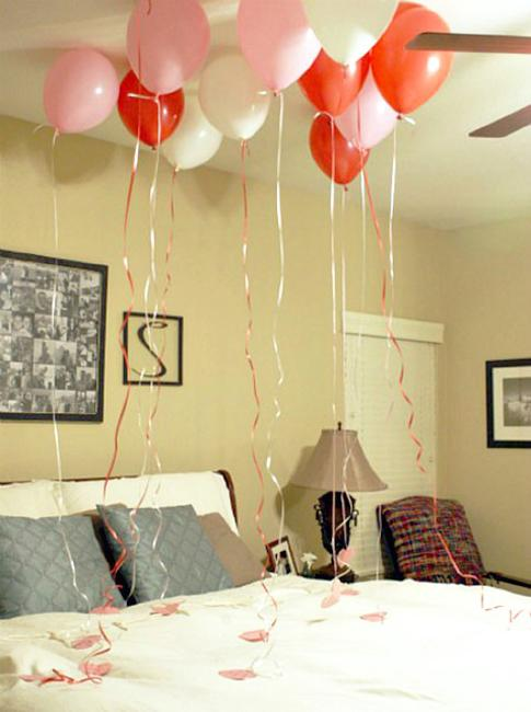 Valentines Day Ideas For The Bedroom Hearts decorations and red balloons for Valentineu0027s Day bedroom decorating