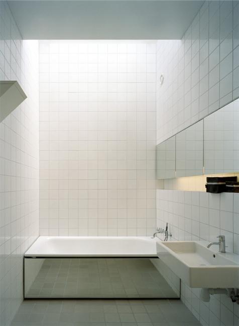 Modern Bathtub Covering Ideas To Brighten Up Your Bathroom