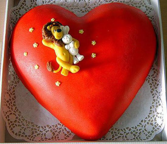 table centerpieces for valentines day, heart shaped cakes and edible decorations