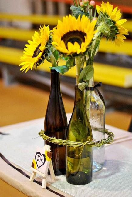 22 Recycling Glass Bottles Ideas For Floral Table Decorations And Centerpieces
