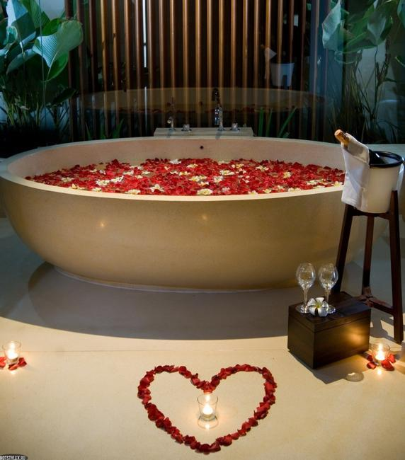 Home Desk Design Ideas: 22 Sensual Valentines Day Ideas, Romantic Bathroom And Tub