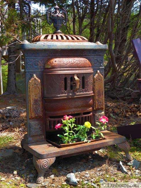 Recycling Old Stoves for Metal Planters to Save Money on ...