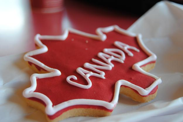 canada maple leaf cookies