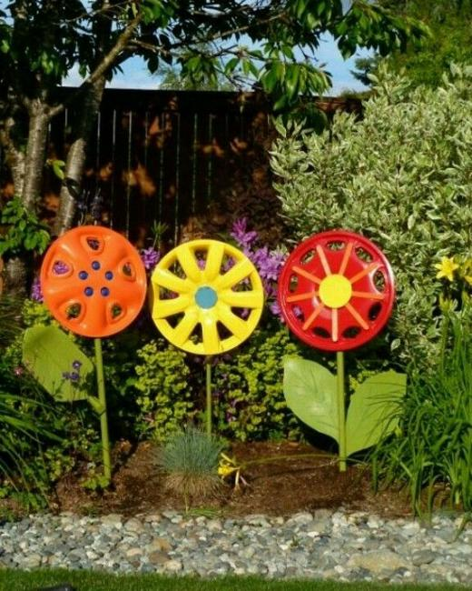 Recycling Antique Wheels For Unique Garden Decorations In