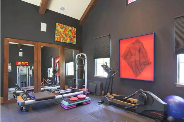 Striking Accents For Gray Painted Walls, Wall Art For Gym Decorating