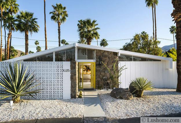Distinct glass designs of innovative mid century modern homes for Century custom homes