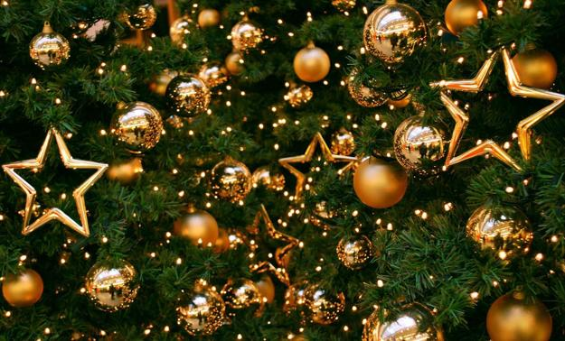 Christmas Tree Decorations Ideas 2018.22 Golden Christmas Ideas Top Color Trends In Decorating