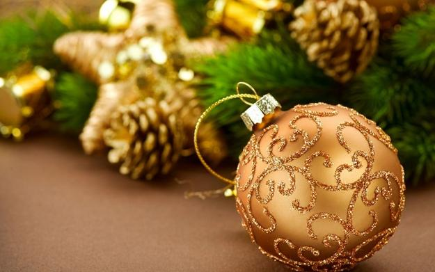 Golden christmas ideas top color trends in decorating for