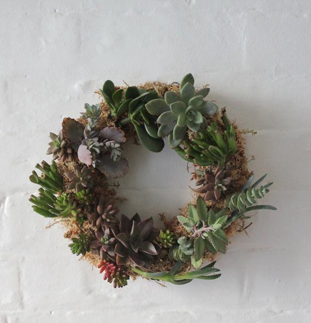 making wreaths with live plants