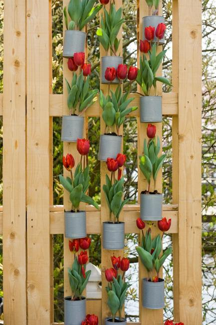 outdoor decorating with spring flowers