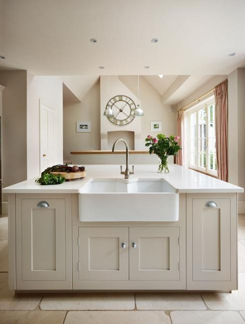 Superbe Beige And Creamy White Kitchen Colors, Latest Trends In ...