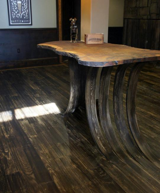 RECYCLING METAL AND WOOD FOR UNUSUAL HOME DECORATING