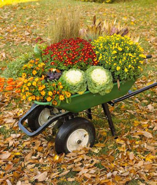 Autumn Yard Decorations: Gorgeous Fall Decorating With Beautiful Flowers In