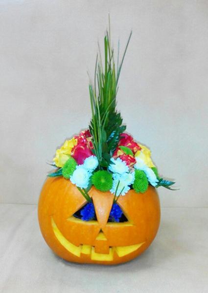 25 Friendly Halloween Decorating Ideas Pumpkins Plants And Fall Flower Arrangements