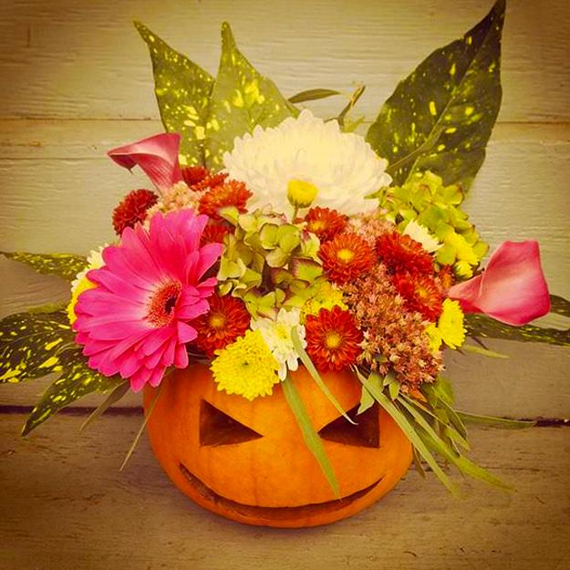 25 Friendly Halloween Decorating Ideas Pumpkins Plants And Fall Flower Arrangements