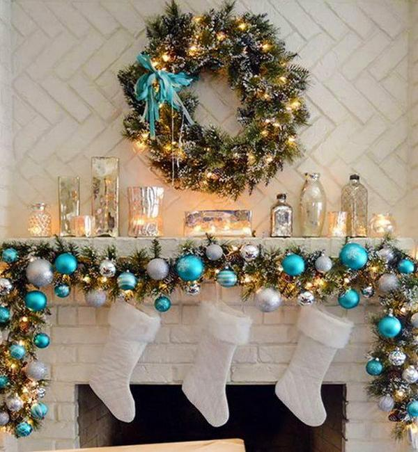 House Designing: Traditional Christmas Garlands And Lights, Chic Fireplace