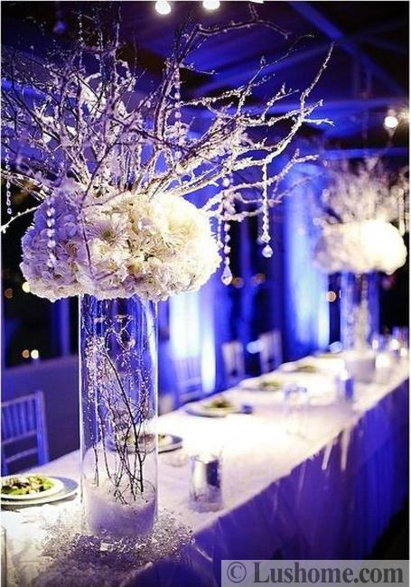 beautiful flowers for christmas table decoration