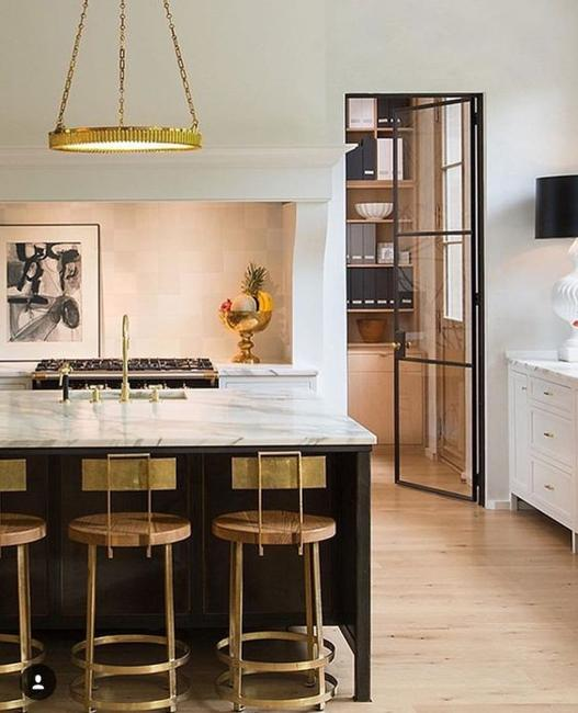 metal accents in decorating modern kitchens