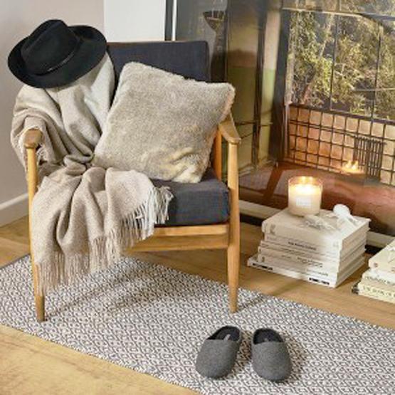 Nến trang trí lò sưởi, thiết kế phòng khách hiện đại