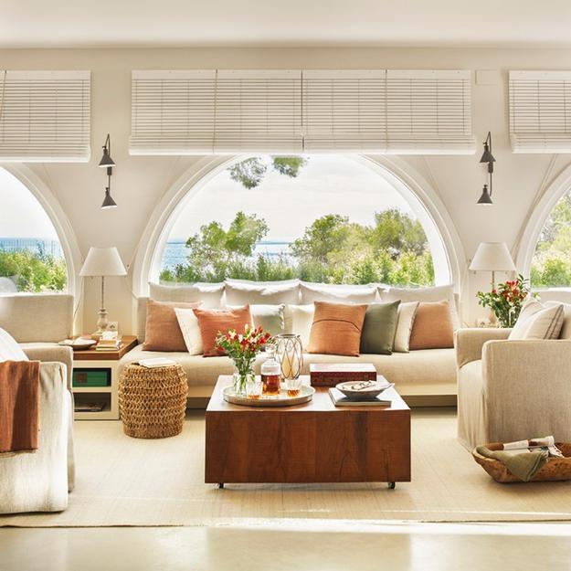 Mediterranean Style Houses With Ocean Views: Modern Living Rooms With Mediterranean Sea Views And