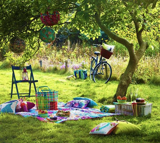 15 Creative Garden Ideas You Can Steal: Colorful Summer Party Ideas, Picnic Decorations