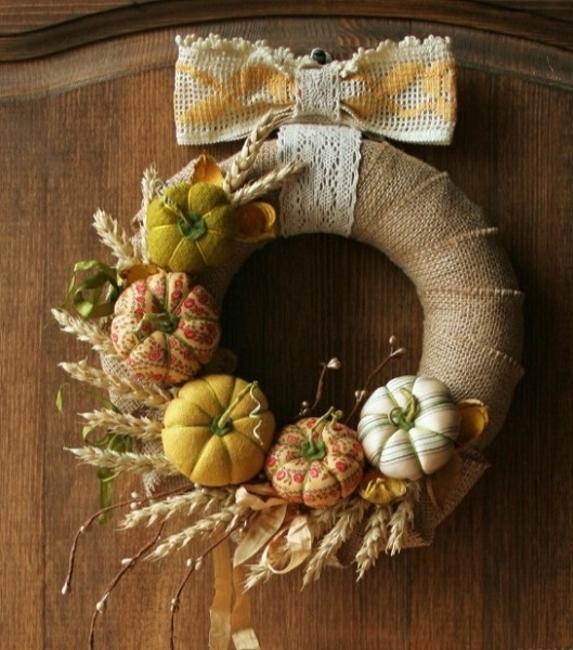 burlap wreath with pumpkins
