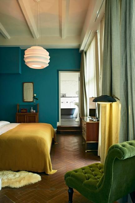 turquoise wall green curtains yellow bedding