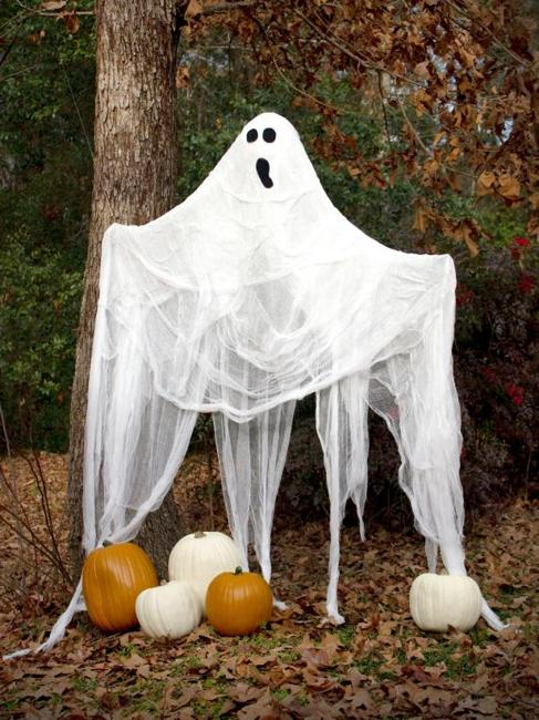 Creative Family-Friendly Halloween Ideas, Themed Yard ...