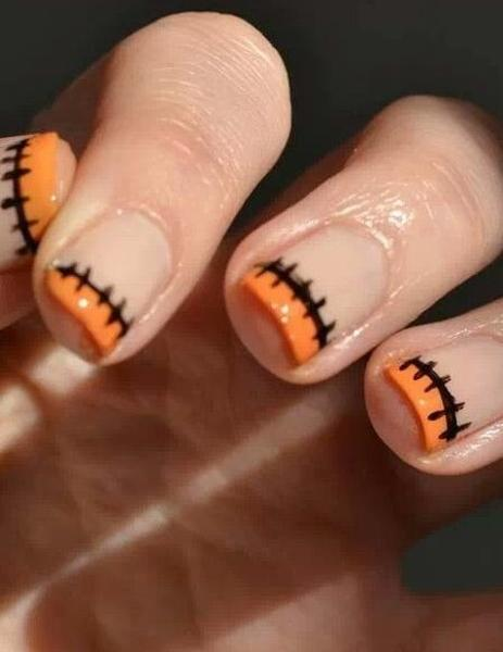 Modern Halloween Ideas for Spooky Nail Designs