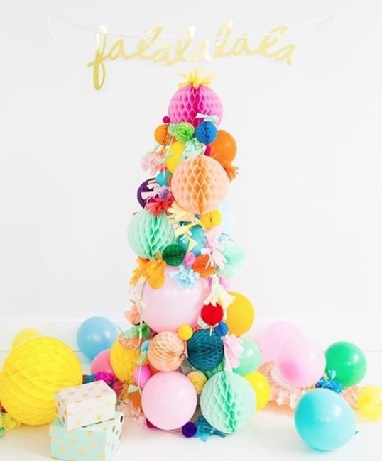 balloon holiday tree