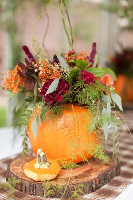fall flowers greenery wood slice pumpkin