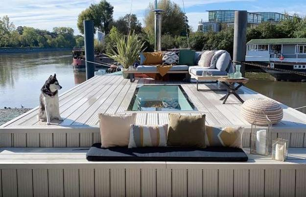 houseboat outdoor living spaces