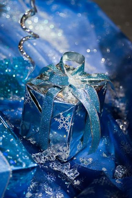 snowflakes blue gift box