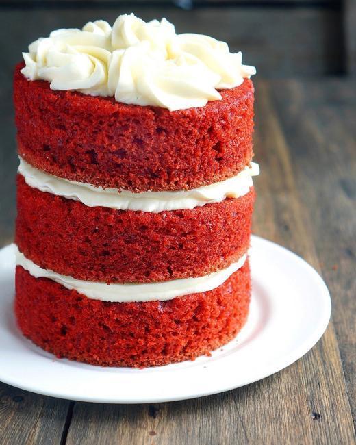 red cakes cream