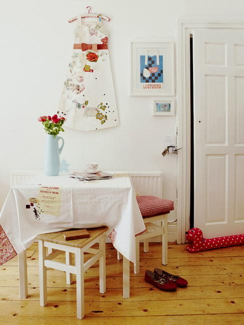 red color dining room decorating