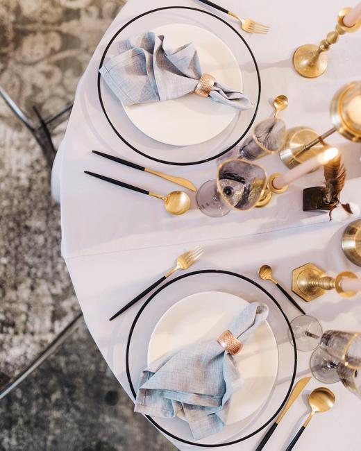 golden accents table decoration idea